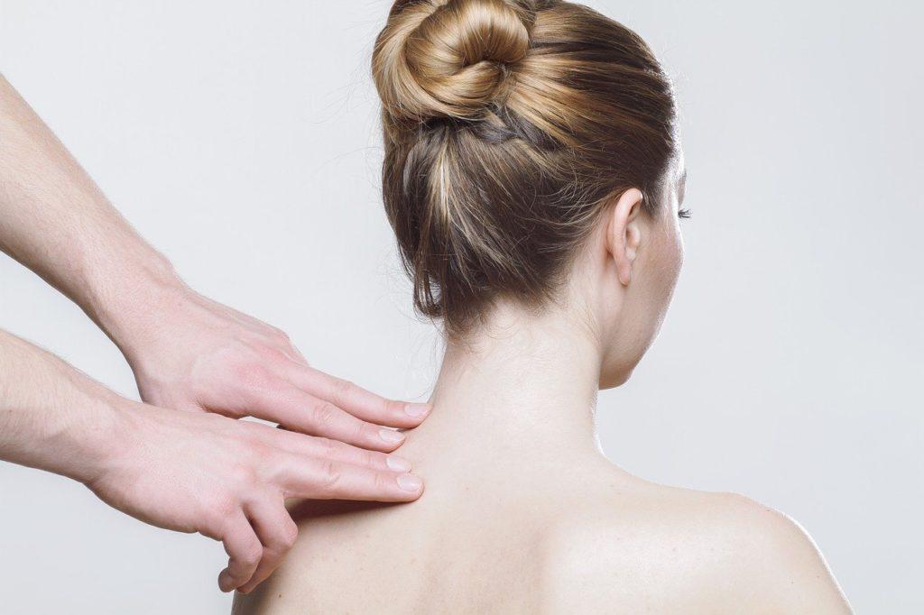 Ventre gonflé douloureux et mal au dos